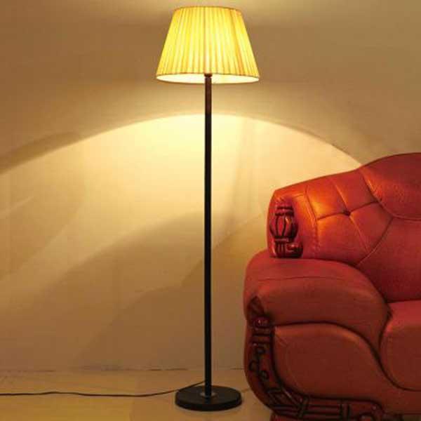 Ánh sáng của đèn cây đứng phòng ngủ