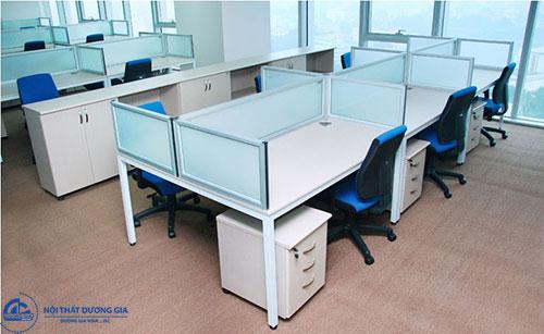Những ưu điểm của vách ngăn bàn làm việc văn phòng bằng kính