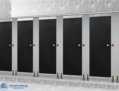 Chọn phụ kiện phù hợp với tấm vách vệ sinh