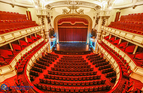 Chú ý tới yếu tố nghệ thuật trong nhà hát