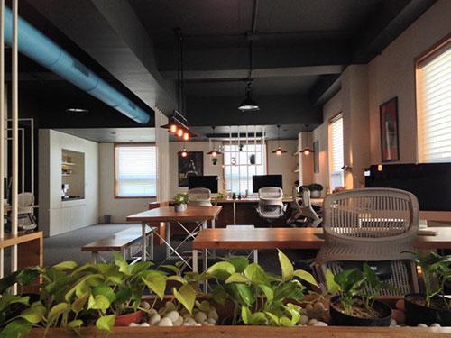 Mô hình văn phòng hiện đại gần gũi với thiên nhiên giúp thể hiện tầm vóc của doanh nghiệp
