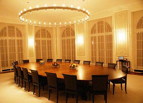Cách bố trí chỗ ngồi trong phòng họp hiện đại