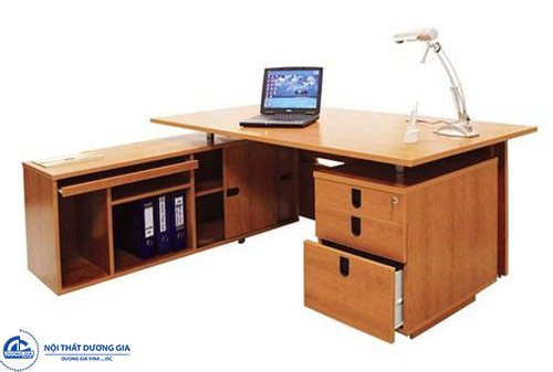 Nên chọn bàn Giám đốc gỗ hay bàn chân sắt?