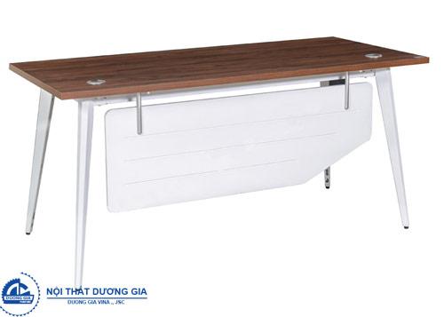 Kiểu dáng bàn làm việc bằng sắt phù hợp với không gian