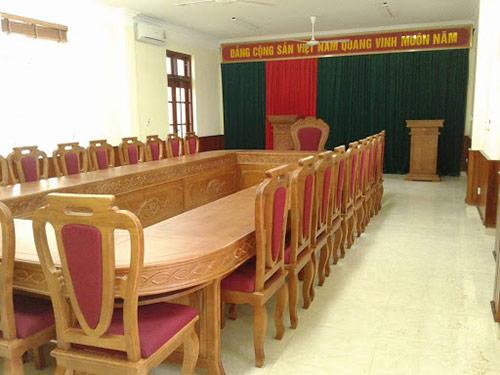Báo giá bàn ghế gỗ hội trường chịu tác động của đơn vị cung cấp